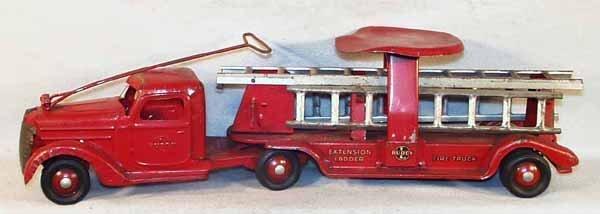 008: BUDDY L 811 RIDE-ON LADDER FIRE TRUCK