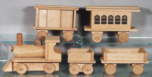 019A: SCHOENHUT TRAIN SET