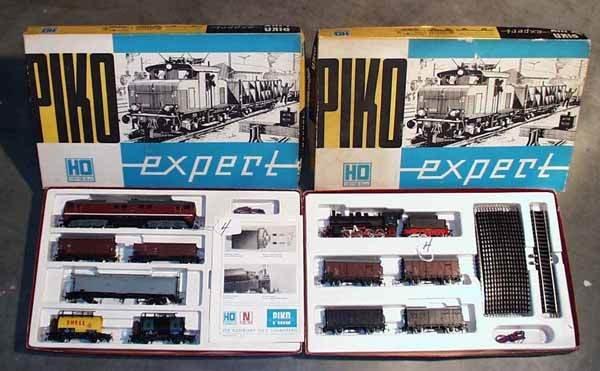 004: 2 PIKO TRAIN SETS
