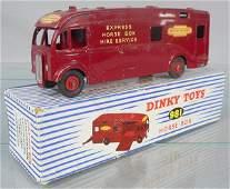 DINKY 981 HORSE BOX