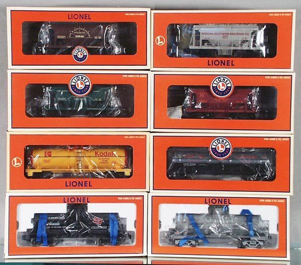 4: 8 LIONEL FREIGHT CARS