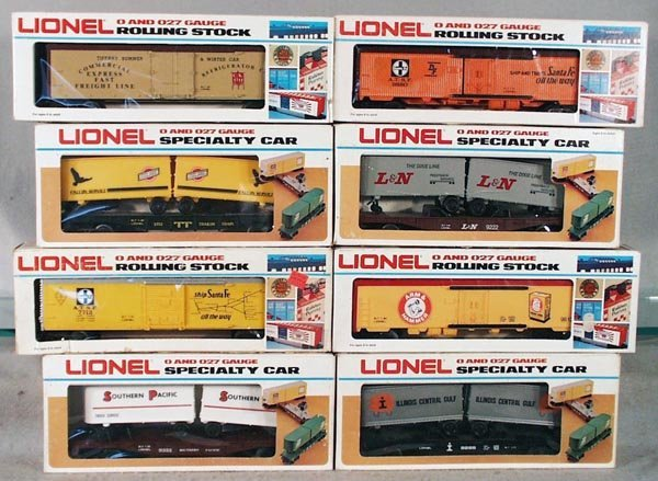 5: 8 LIONEL FREIGHT CARS