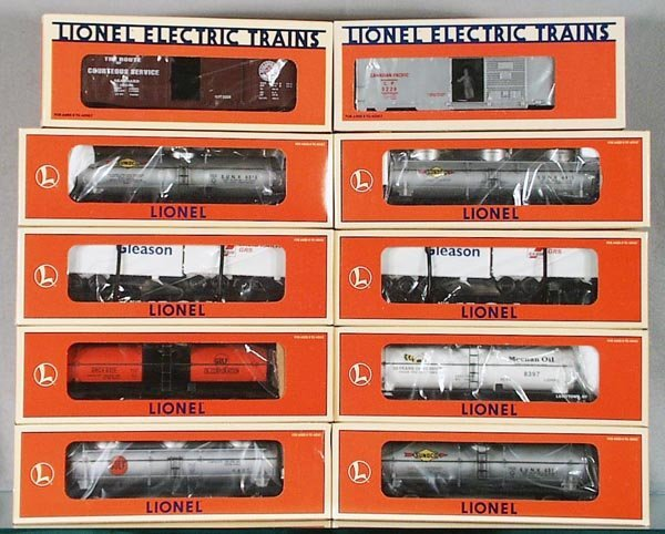 13: 10 LIONEL FREIGHT CARS