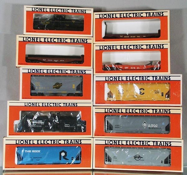 22: 10 LIONEL FREIGHT CARS