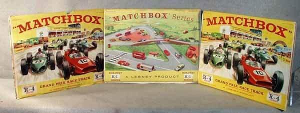 016: 3 MATCHBOX ROADWAY SETS