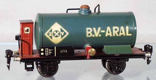 8: MARKLIN 17740 BV-ARAL TANK CAR