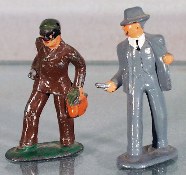 12: BARCLAY DETECTIVE & ROBBER FIGURES