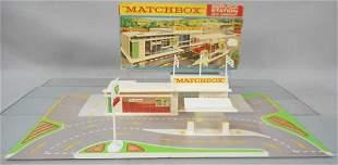 MATCHBOX MG-1 SERVICE STATION, complete, orig set box