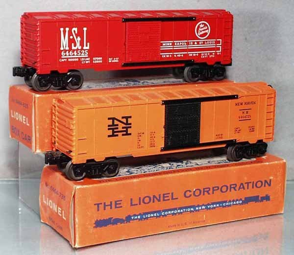 4: 2 LIONEL FREIGHT CARS