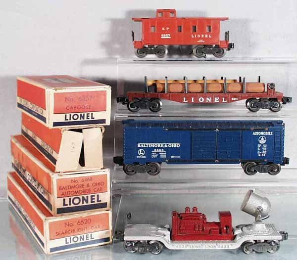 8: 4 LIONEL FREIGHT CARS