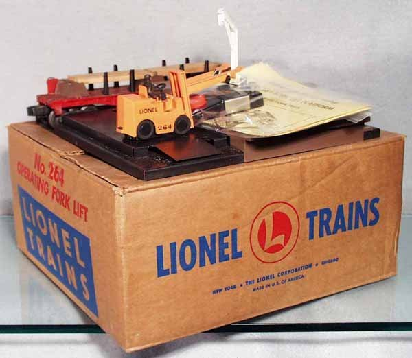 10: LIONEL 264 OPERATING FORK LIFT