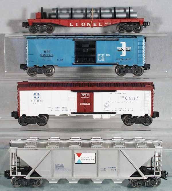 17: 4 LIONEL FREIGHT CARS