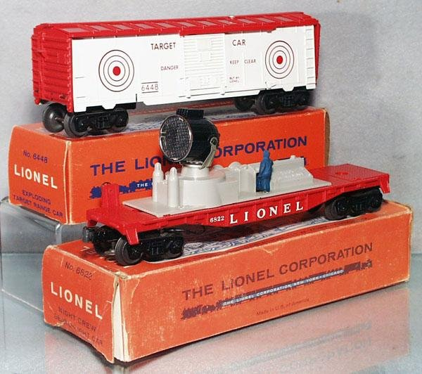 013: 2 LIONEL FREIGHT CARS
