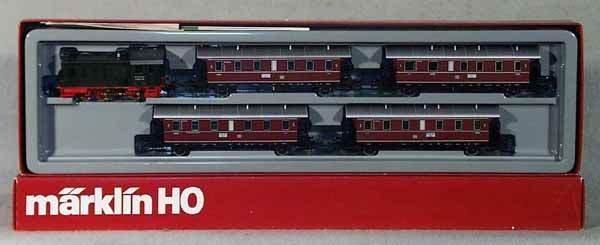 1002: MARKLIN 2858 TRAIN SET