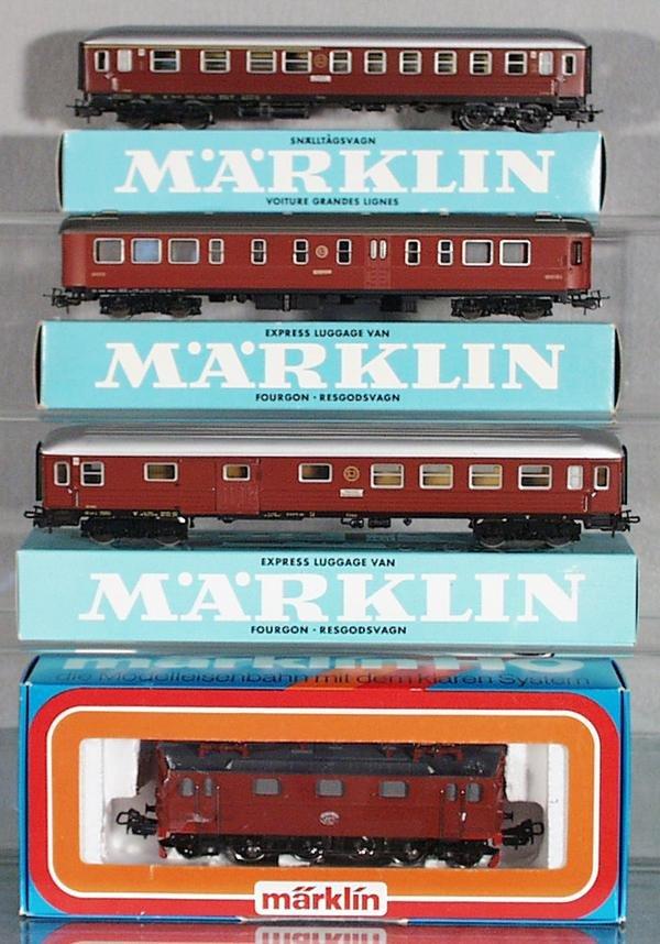 4: MARKLIN TRAIN SET