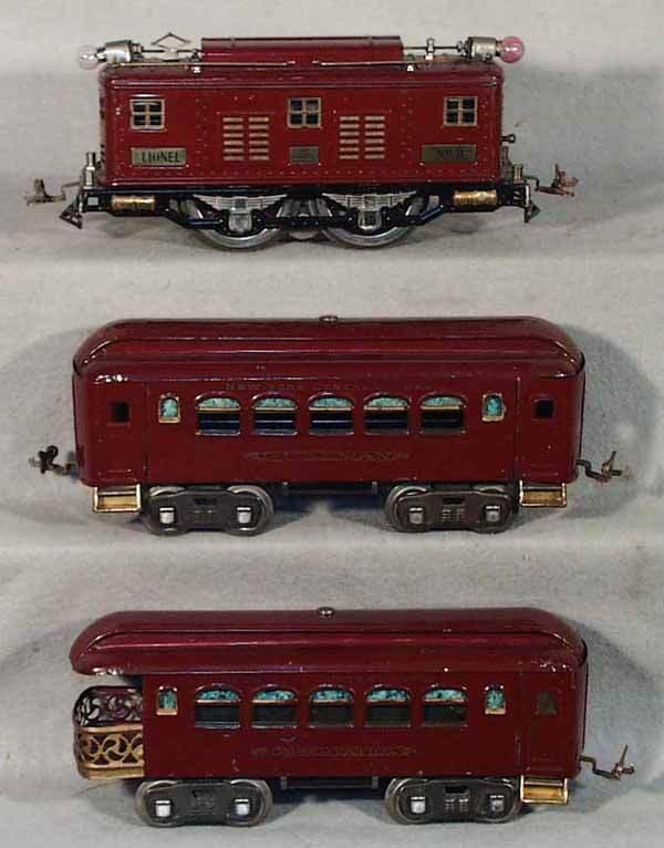 008: LIONEL TRAIN SET