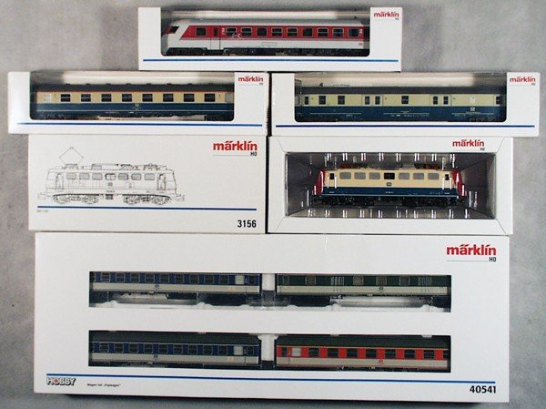 5: MARKLIN TRAIN SET