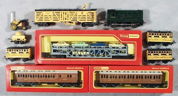 17: TRIANG-HORNBY TRAIN LOT