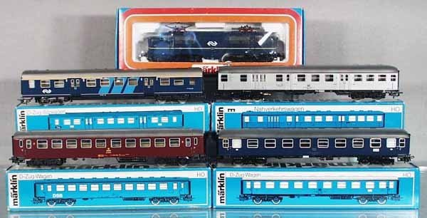 5: MARKLIN TRAIN SET