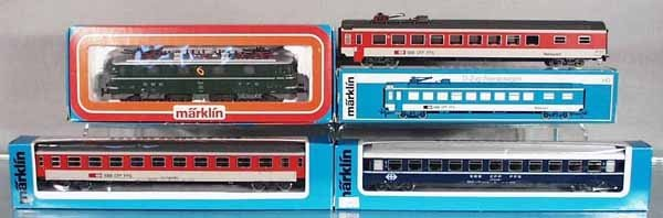 18: MARKLIN SWISS TRAIN SET
