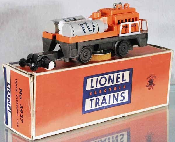 8: LIONEL 3927 TRACK CLEANING CAR