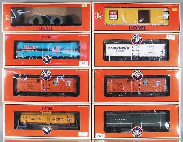 20: 8 LIONEL FREIGHT CARS