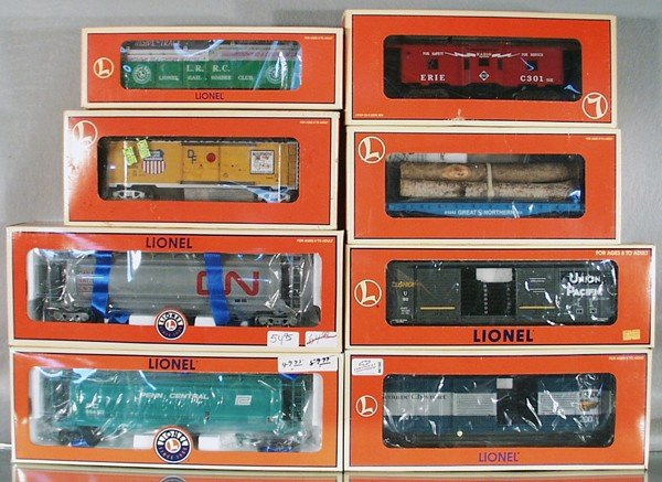 23: 8 LIONEL FREIGHT CARS