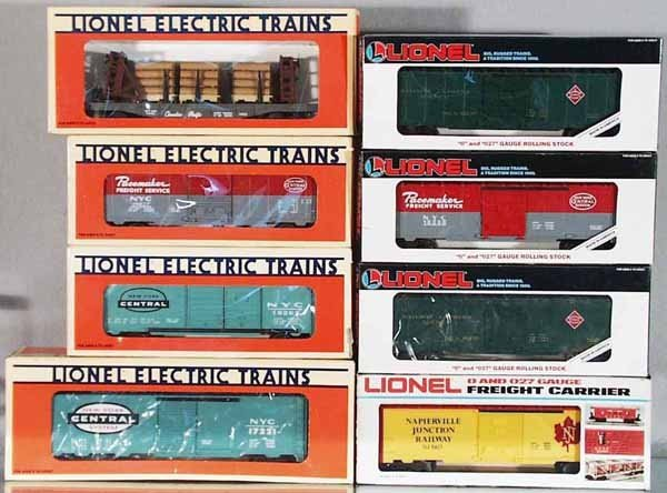 107: 8 LIONEL FREIGHT CARS