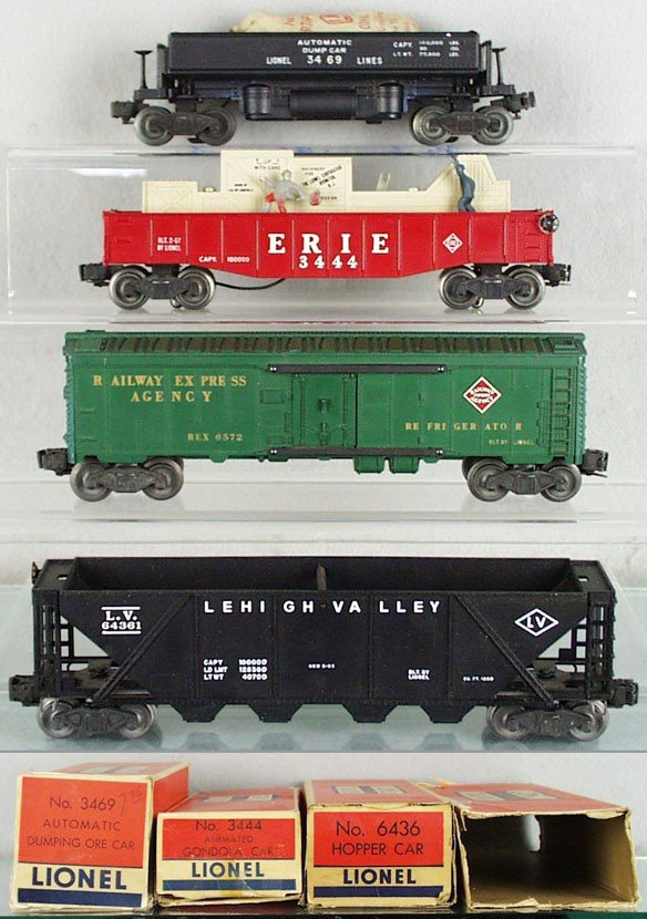 6: 4 LIONEL FREIGHT CARS