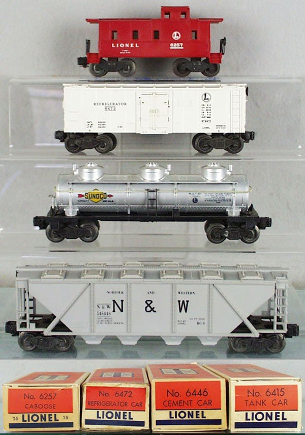 16: 4 LIONEL FREIGHT CARS