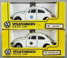 13: 2 KADO VOLKSWAGEN POLICE CARS