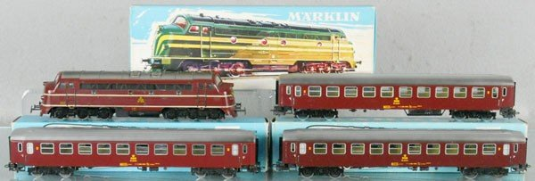 1: MARKLIN DANISH TRAIN SET