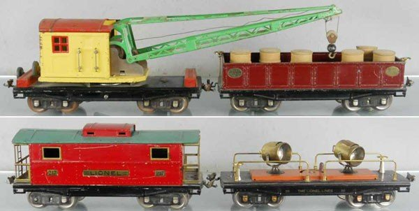 167: 4 LIONEL FREIGHT CARS