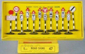 DINKY 47 ROAD SIGN SET
