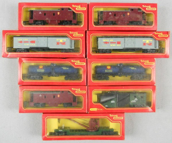11: 9 TRIANG FREIGHT CARS