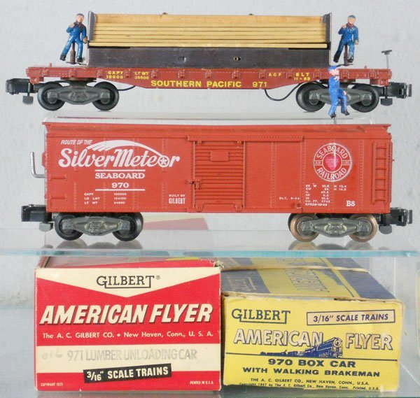 132: 2 AMERICAN FLYER OPERATING CARS