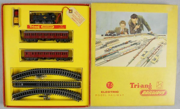142: TRIANG RAILWAYS T5 TRAIN SET
