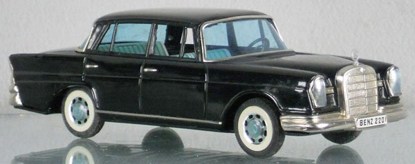 13: BANDAI 1960 MERCEDES SEDAN