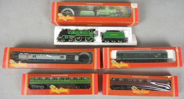7: HORNBY TRAIN LOT