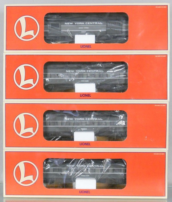 4 LIONEL NYC PASSENGER CARS