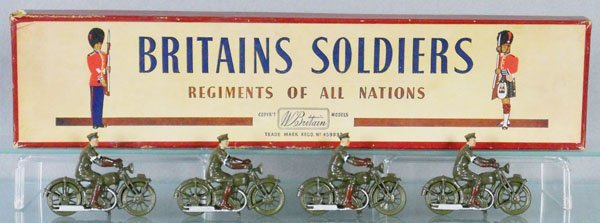 BRITAINS SET 1791 MOTORCYCLE DISPATCH RIDERS