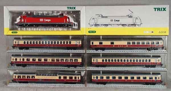 10: TRIX TRAIN SET