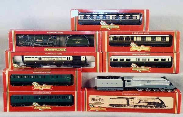 009A: 2 HORNBY TRAIN SETS