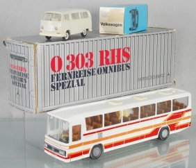 2 Toy Buses