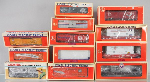 12 LIONEL FREIGHT CARS