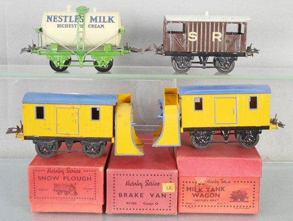 4 HORNBY FREIGHT CARS