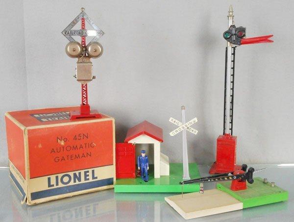 4 LIONEL ACCESSORIES