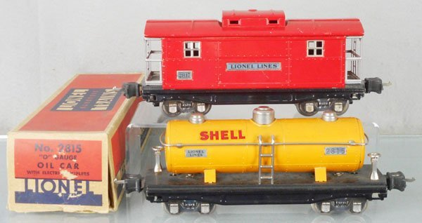 2 LIONEL FREIGHT CARS