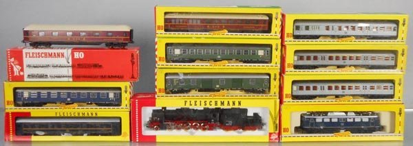2 FLEISCHMANN TRAIN SETS