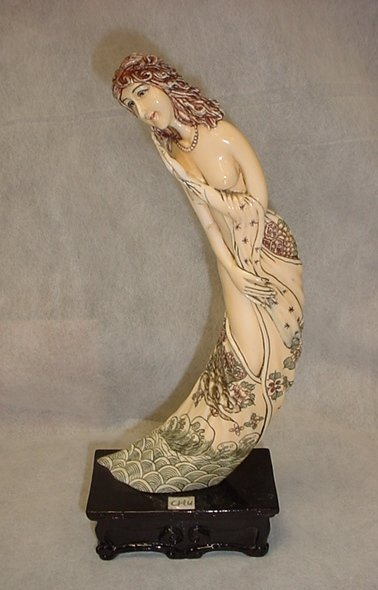 Japanese Ivory Sculpture of Lady Early 19th Century